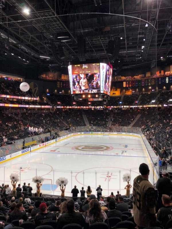 T-Mobile Arena, secção: 11, fila: U, lugar: 17