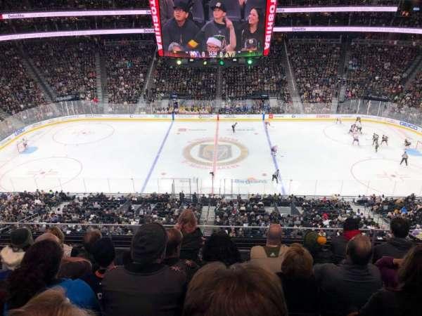 T-Mobile Arena, secção: 223, fila: E, lugar: 14