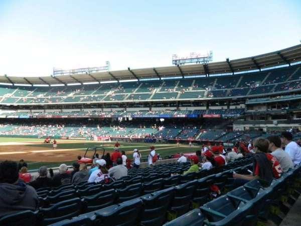 Angel Stadium, secção: 109, fila: M, lugar: 2