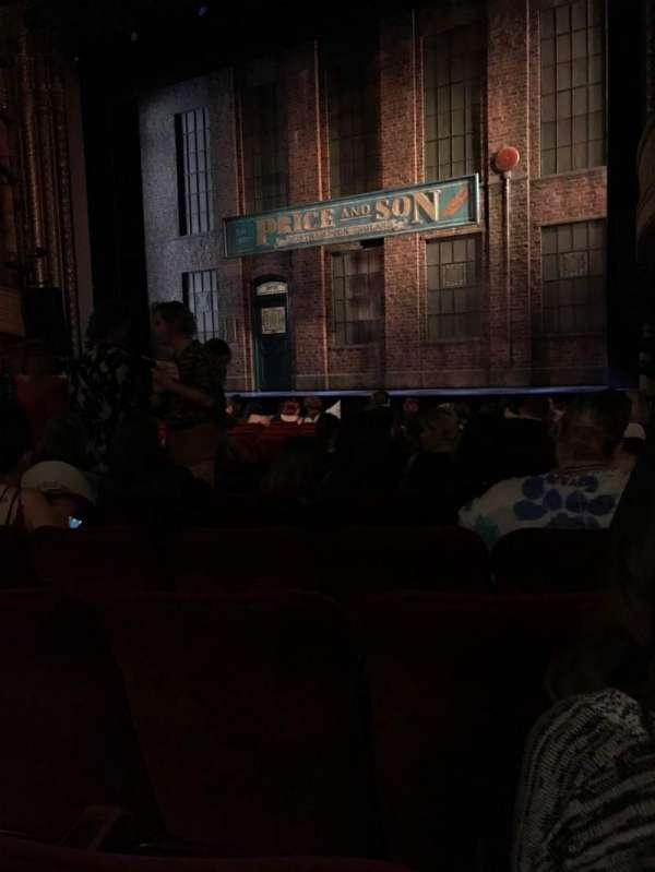 Al Hirschfeld Theatre, secção: Orchestra R, fila: O, lugar: 14
