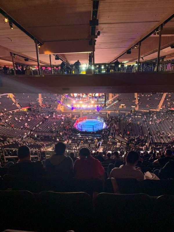 Madison Square Garden, secção: 212, fila: 23, lugar: 8