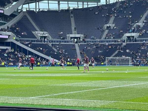 Tottenham Hotspur Stadium, secção: 111, fila: 2