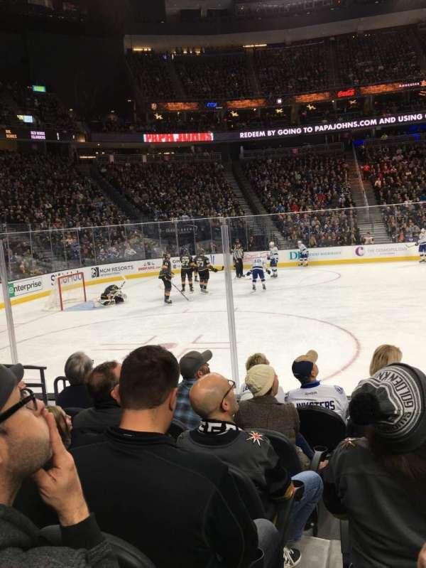 T-Mobile Arena, secção: 4, fila: B, lugar: 5