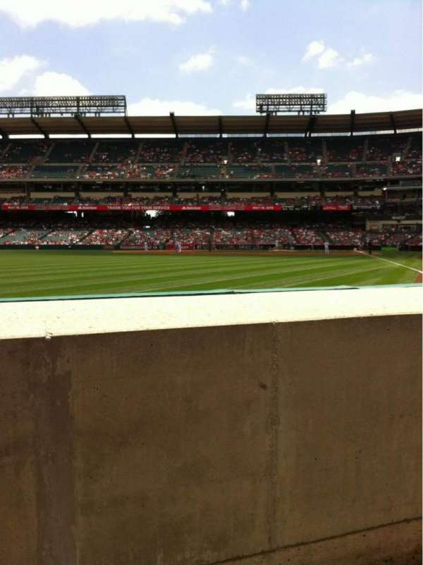 Angel Stadium, secção: F102, fila: AA, lugar: 7