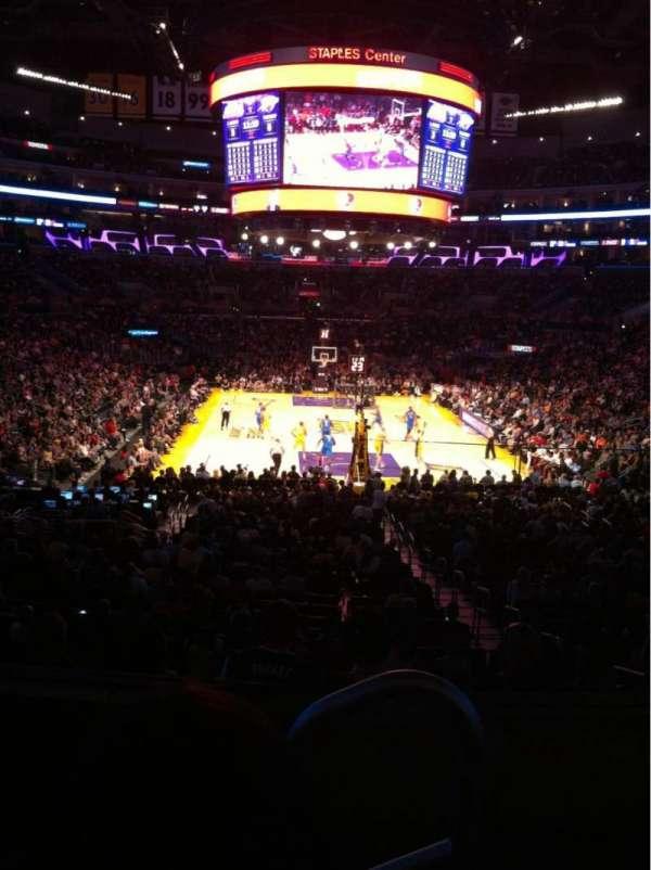 Staples Center, secção: 208, fila: 3, lugar: 1
