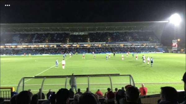 Adams Park, secção: Beechdean Stand, fila: Back Row D