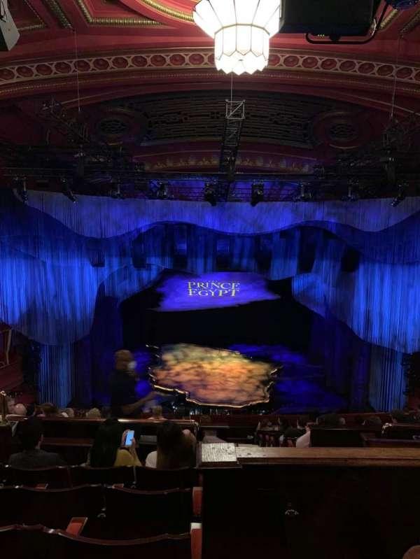 Dominion Theatre, secção: Circle, fila: M, lugar: 27
