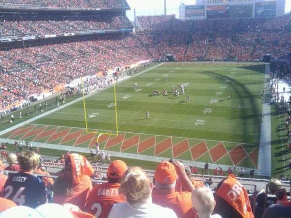 Empower Field at Mile High Stadium, secção: 321, fila: 7, lugar: 9