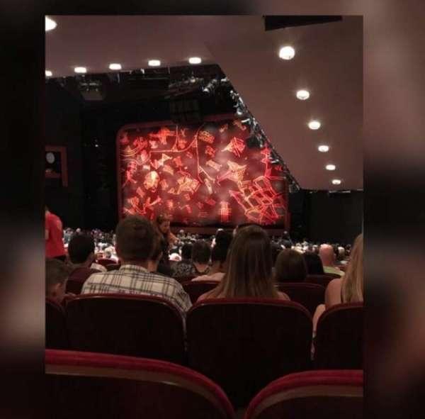 Minskoff Theatre, secção: Orchestra R, fila: YY, lugar: 14