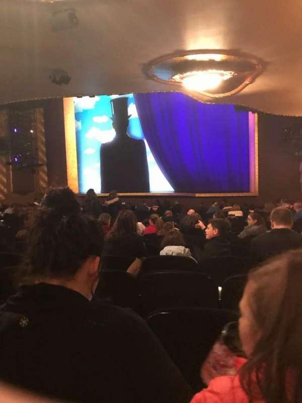 Lunt-Fontanne Theatre, secção: Rear O, fila: V, lugar: 20