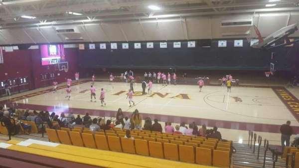 Hynes Athletic Center, secção: 12, fila: V, lugar: 1