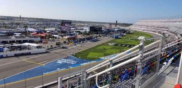 Daytona International Speedway, secção: 330, fila: 7, lugar: 9