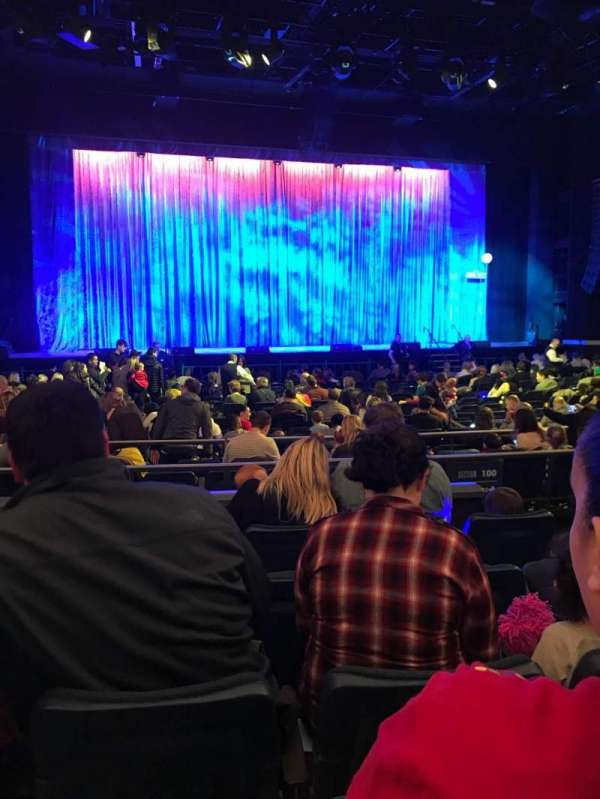 Hulu Theater at Madison Square Garden, secção: 201, fila: C, lugar: 10