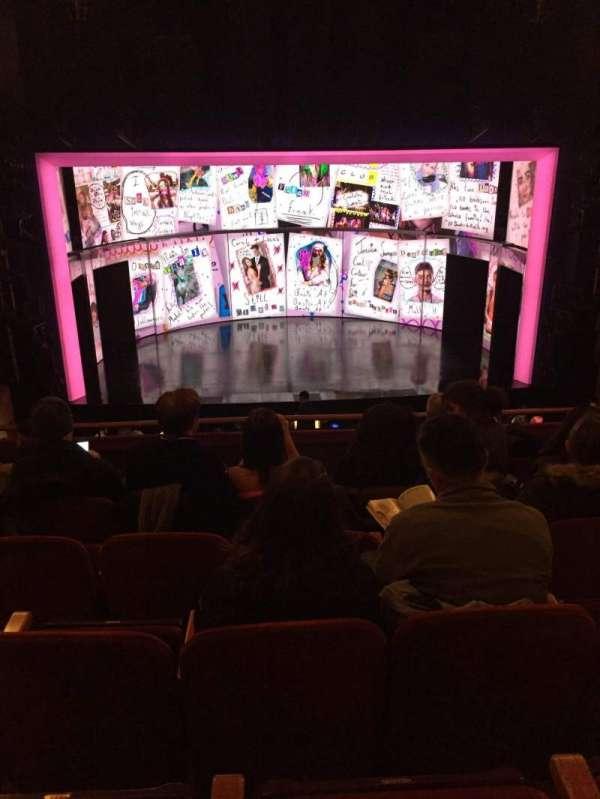 August Wilson Theatre, secção: Mezzanine C, fila: F, lugar: 111