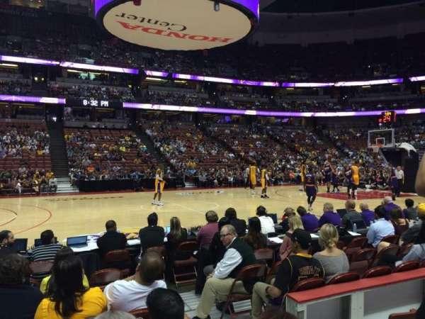 Honda Center, secção: 209, fila: E