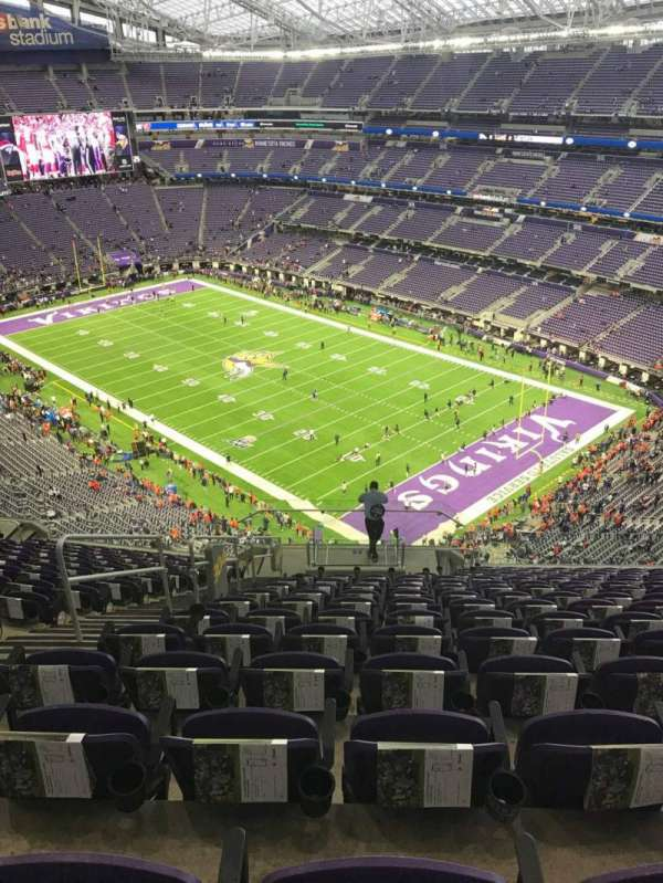 U.S. Bank Stadium, secção: 304, fila: 15, lugar: 17