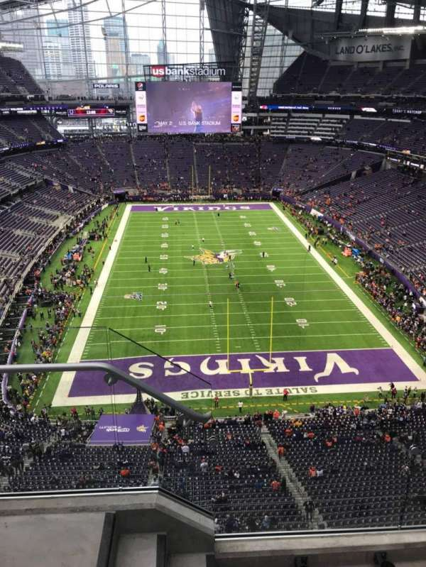 U.S. Bank Stadium, secção: 327, fila: 3, lugar: 19