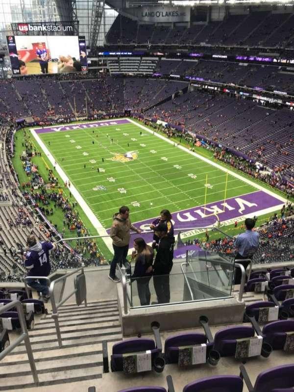 U.S. Bank Stadium, secção: 330, fila: 8, lugar: 18