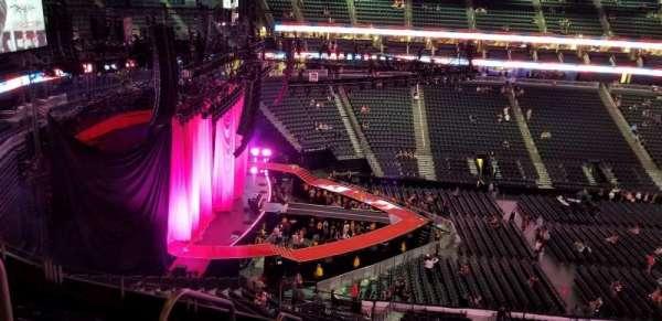 T-Mobile Arena, secção: 203, fila: g, lugar: 2