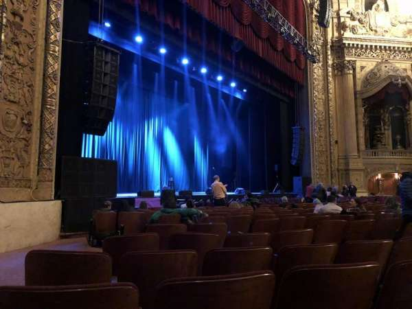 Chicago Theatre, secção: MNFL2L, fila: NN, lugar: 219