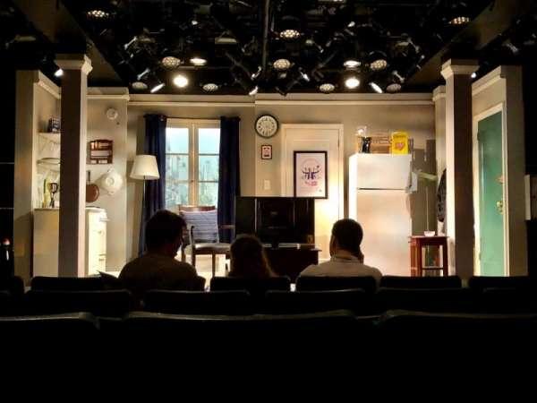 Westside Theatre, secção: Center Orchestra, fila: F, lugar: 105