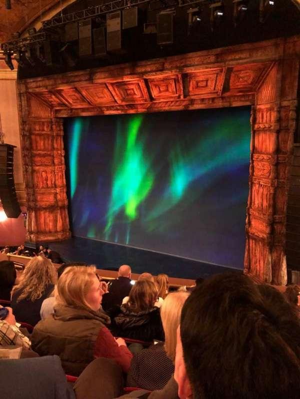 St. James Theatre, secção: Mezzanine R, fila: F, lugar: 12