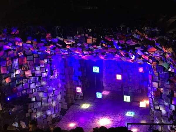 Cambridge Theatre, secção: Upper Circle, fila: M, lugar: 7-8