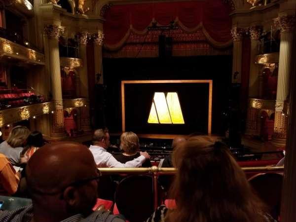 Academy of Music, secção: Balcony E, fila: B, lugar: 105