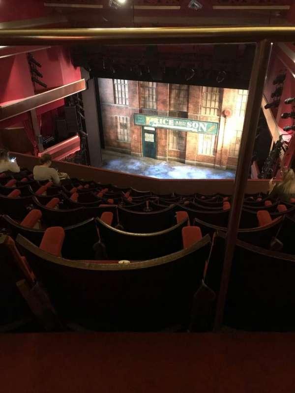 Adelphi Theatre, secção: Upper Circle, fila: J, lugar: 7