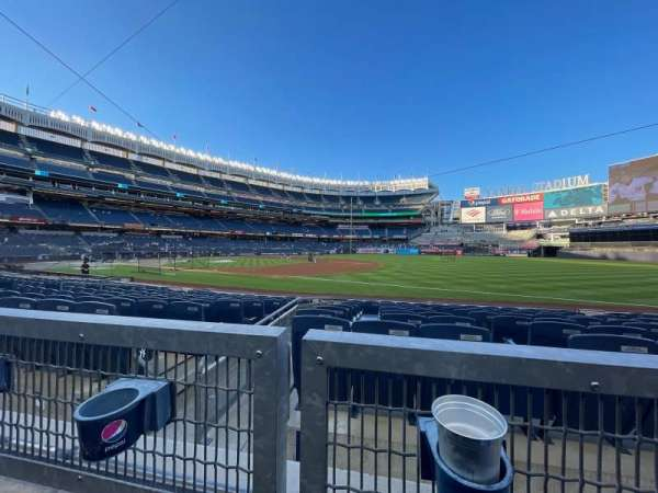 Yankee Stadium, secção: 113, fila: 1, lugar: 10
