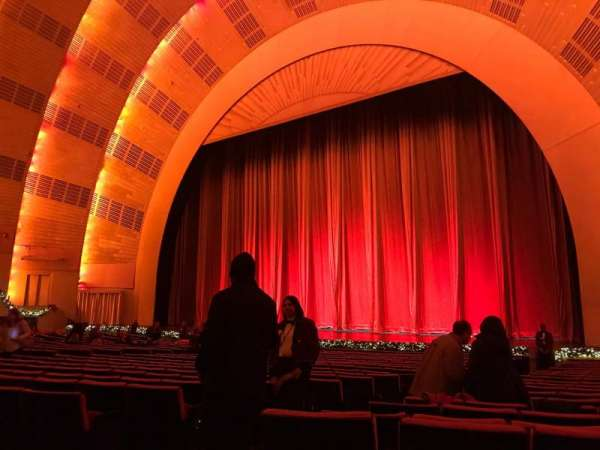 Radio City Music Hall, secção: Orchestra 2, fila: WW, lugar: 211