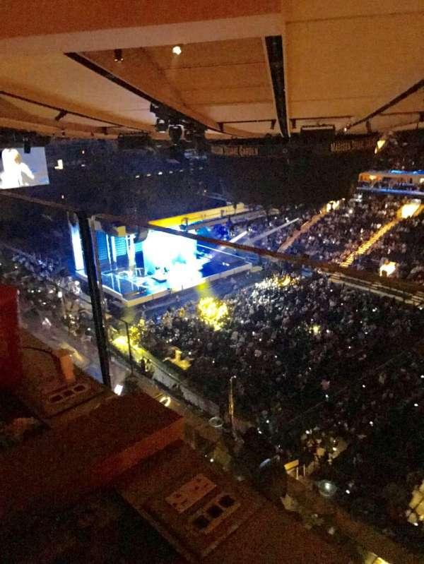 Madison Square Garden, secção: 328, fila: 2, lugar: 5