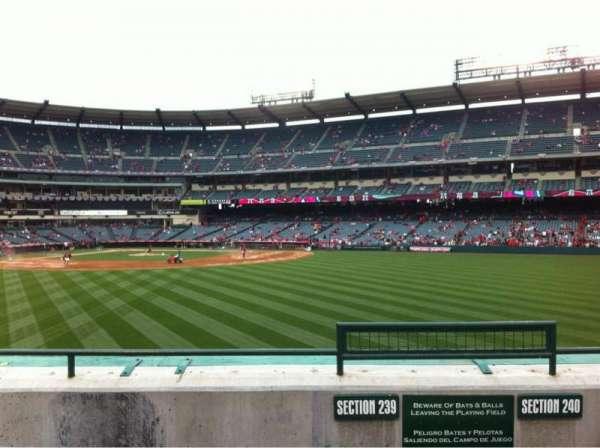 Angel Stadium, secção: 239, fila: D, lugar: 25