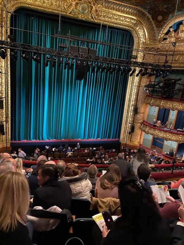 Emerson Colonial Theatre, secção: Dress Circle LC, fila: G, lugar: 117