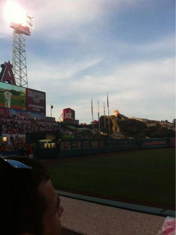 Angel Stadium, secção: F105, fila: A, lugar: 4