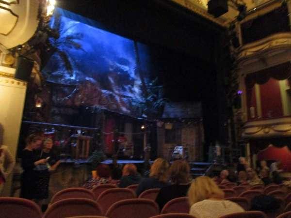 Noël Coward Theatre, secção: Stalls, fila: L, lugar: 27