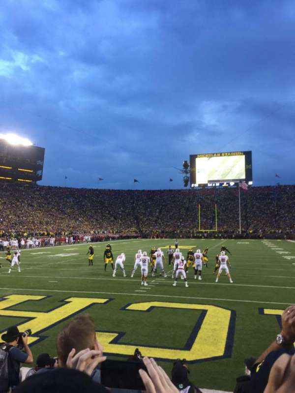 Michigan Stadium, secção: 33, fila: 1, lugar: 9