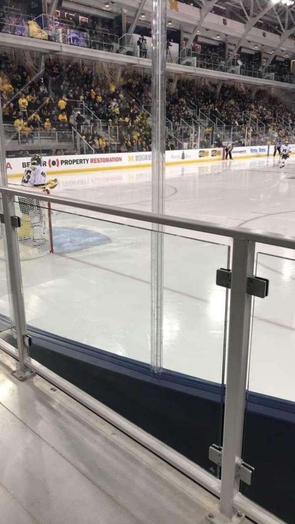 Yost Ice Arena, secção: 13, fila: 2, lugar: 1