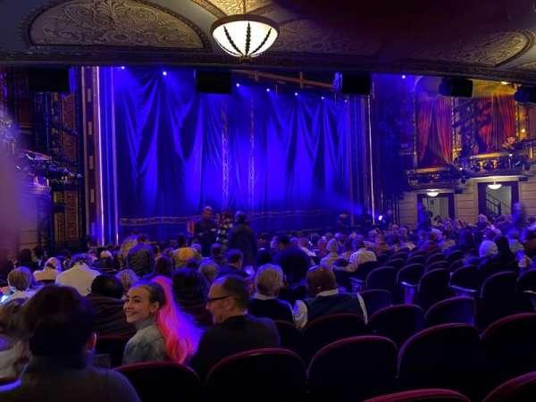 Brooks Atkinson Theatre, secção: Orchestra L, fila: P, lugar: 13