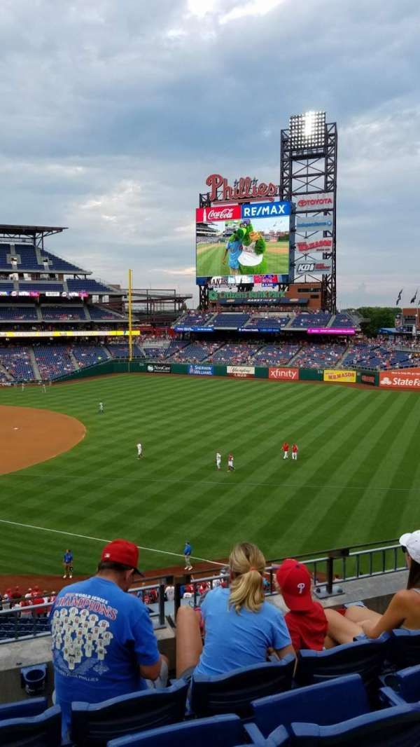 Citizens Bank Park, secção: 209, fila: 4, lugar: 9