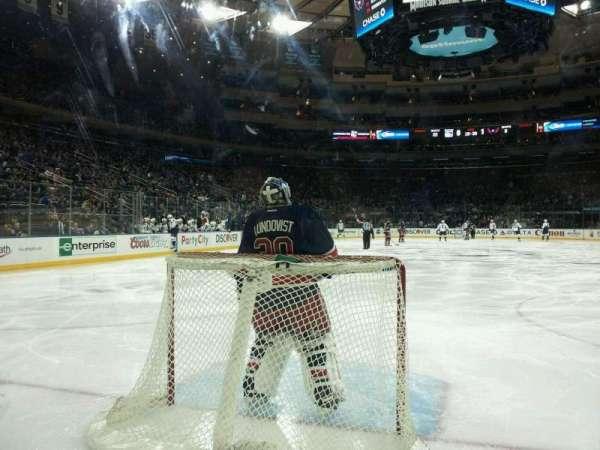 Madison Square Garden, secção: 8, fila: AA, lugar: 13 and 14