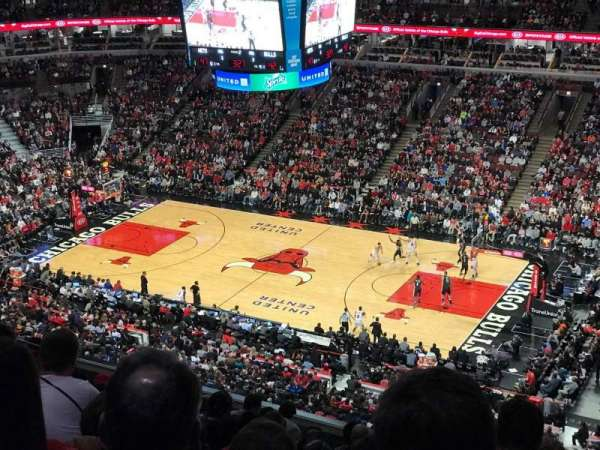 United Center, secção: 332, fila: 12, lugar: 7