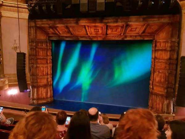 St. James Theatre, secção: MEZZC, fila: F, lugar: 102