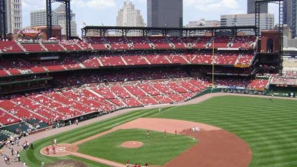 Busch Stadium, secção: 439, fila: 5, lugar: 22