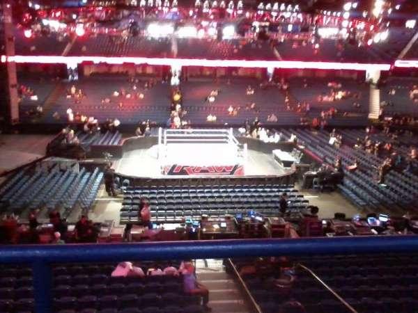 Allstate Arena, secção: 203, fila: B, lugar: 3