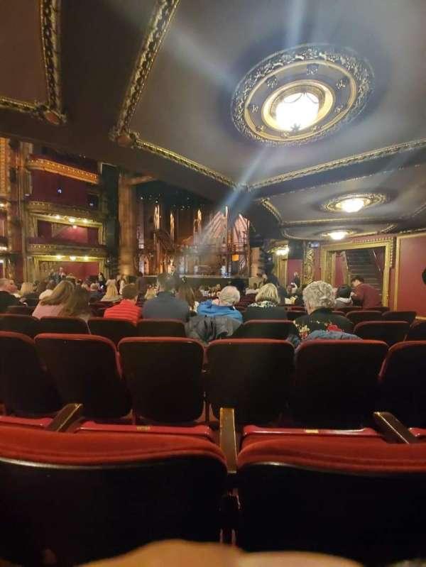 CIBC Theatre, secção: Orchestra R, fila: T, lugar: 18