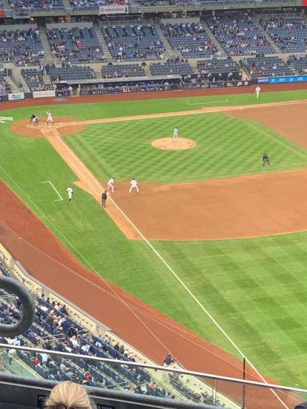 Yankee Stadium, secção: 409, fila: 8, lugar: 13