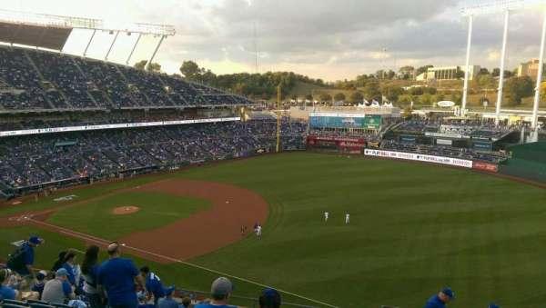 Kauffman Stadium, secção: 435, fila: L, lugar: 16