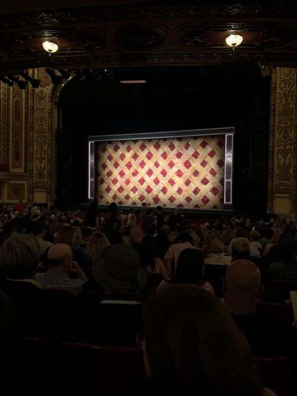 Cadillac Palace Theater, secção: Orchestra R, fila: V, lugar: 14