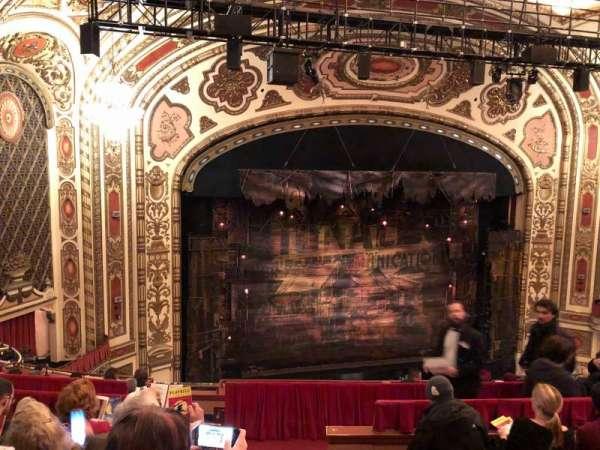 Cadillac Palace Theater, secção: Balcony L, fila: H, lugar: 1